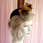 forties 40 felt hat with feather flowers WWll