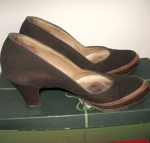 1950s early thick heel pump shoes