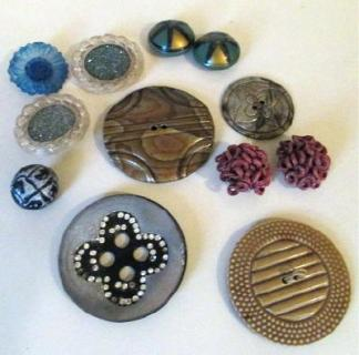 Vintage buttons from the 30s, 40s, 50s in bakelite celluloid and plastic
